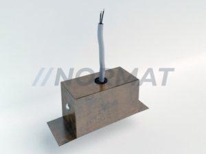 provod-v-metallicheskoj-opletke-iz-koroba-vertikalno